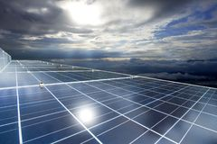 Energia delle pile solari o dei pannelli solari per energia elettrica in Asia Fotografia Stock Libera da Diritti