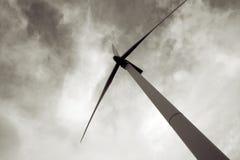 Energia di energia eolica, turbina del mulino a vento Fotografia Stock