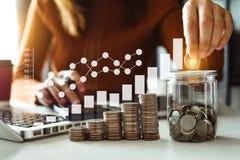 energia di risparmio di idea e concetto di stima di finanza fotografia stock libera da diritti