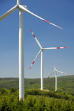 Energia di vento, turbina bianca Immagini Stock