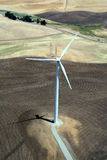 Energia eléctrica do moinho de vento imagens de stock royalty free