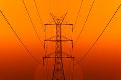 Energia elettrica ad alta tensione della torre della trasmissione Fotografia Stock