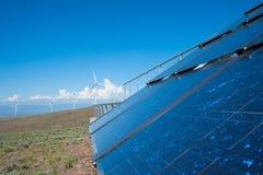 Energia eolica e solare Fotografie Stock Libere da Diritti