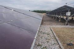 Energia słoneczna dylemat Pisać na maszynie wewnątrz Tajlandia panel słoneczny był w ten sposób brudny Obrazy Royalty Free