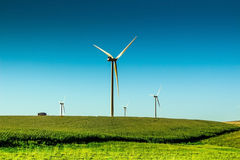 Energia słoneczna wiatraczek na tocznej wsi Obrazy Royalty Free