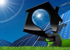 Energia solar - casa com uma ampola Imagens de Stock Royalty Free