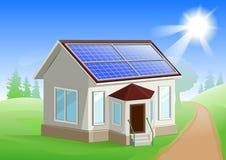 Energia solar Inquietação com o ambiente Casa com painéis solares Fontes de energia alternativas Fotos de Stock Royalty Free