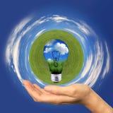 Energia verde con le nubi ed il globo dell'erba Fotografie Stock Libere da Diritti