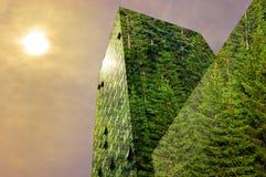 Energia verde nella città: costruzione moderna verde Fotografia Stock Libera da Diritti