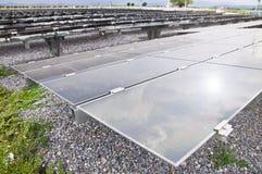 Energias solares fotovoltaicos industriais da instalação Fotografia de Stock Royalty Free