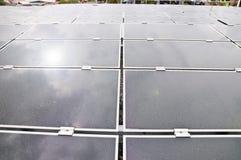 Energias solares fotovoltaicos industriais da instalação Imagens de Stock