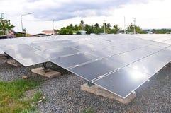 Energias solares fotovoltaicos industriais da instalação Fotografia de Stock