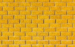 Energiczny żółty ściana z cegieł jako tło wizerunek z czarnym vig obrazy stock