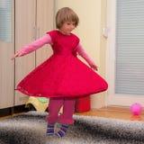Energiczny piękny mała dziewczynka tancerz obrazy stock
