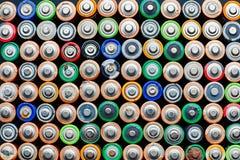 Energie abstracte achtergrond van kleurrijke batterijen Royalty-vrije Stock Foto's