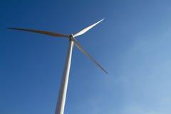 Energie der Windkraftanlage Strom erzeugend Lizenzfreie Stockbilder