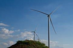 Energie der Windkraftanlage Strom erzeugend Lizenzfreie Stockfotografie