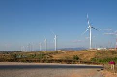 Energie der Windkraftanlage Strom erzeugend Stockfotografie