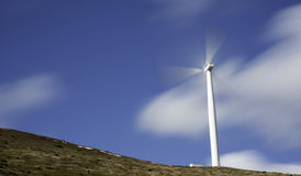 Energie, die Windmühle erzeugt Stockfotografie