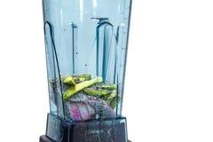 Energie smoothie Ingrediënten voor energie smoothie in mixerwi stock foto
