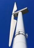 Energie verde - turbina di vento immagini stock
