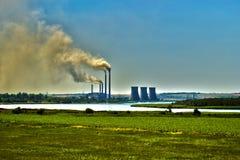 Energie versus luchtvervuiling royalty-vrije stock afbeeldingen
