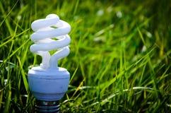 Energiesparendes Glühlampeinnovationskonzept Lizenzfreies Stockbild
