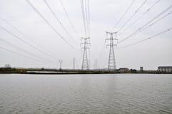 Energieturm auf dem See Stockbilder