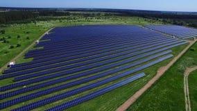 Energii słonecznej inscenizowania rolna energia odnawialna od słońca Panelu słonecznego widok z lotu ptaka zbiory