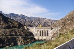 Energii wodnej roślina w Kirgistan na Naryn rzece Zdjęcia Royalty Free