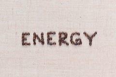 Energiord som göras från kaffebönor på slut för linnetexturskott upp arkivfoton