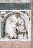 Enero, detalle del bajo-alivio que representa el trabajo de los meses del año, catedral en Lucca, Italia Fotos de archivo libres de regalías