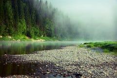 Enevoe em um rio Fotografia de Stock Royalty Free