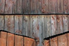 Enfärgad träport av en gammal ladugård Royaltyfria Bilder