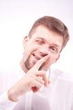 Enfaldig man som väljer hans näsa Fotografering för Bildbyråer
