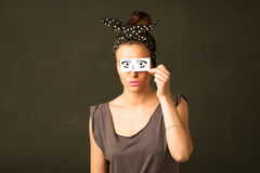Enfaldig unge som ser med hand dragit ögonpapper Royaltyfria Bilder