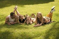 Enfance heureux, famille, amour Vacances, loisirs, activité, concept de mode de vie Photographie stock libre de droits