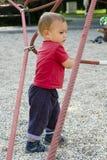 Enfant à la cour de jeu Photographie stock