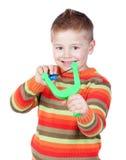 Enfant adorable avec une fronde photographie stock