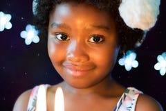 Enfant africain à la lueur d'une bougie Image libre de droits