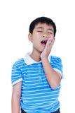Enfant asiatique souffrant du mal de dents D'isolement sur le backgrou blanc Photo libre de droits