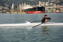 Enfant au cours de aviron Image libre de droits