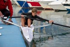 Enfant au cours de aviron Images stock