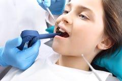 Enfant au dentiste Photo libre de droits