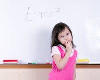 Enfant au tableau blanc Photos libres de droits