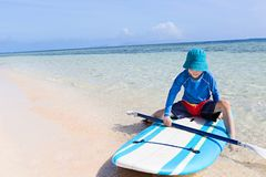 Enfant aux vacances Photos libres de droits