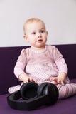 Enfant avec des écouteurs Photographie stock libre de droits