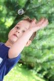 Enfant avec des bulles Photographie stock libre de droits