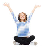 Enfant avec des écouteurs Photographie stock