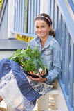 Enfant avec des légumes Image libre de droits